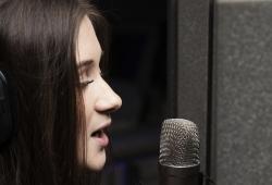 Talisa Yorke close up mic